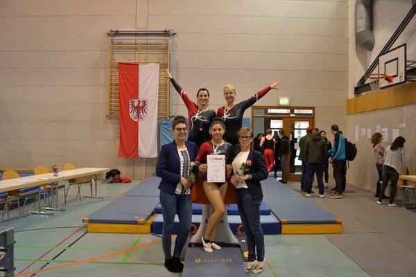 1 Alexander Heller Die Eberswalder Starterinnen im kleinen Pokal mit den Karis Lisa Bobermien und Yvonne Schemel