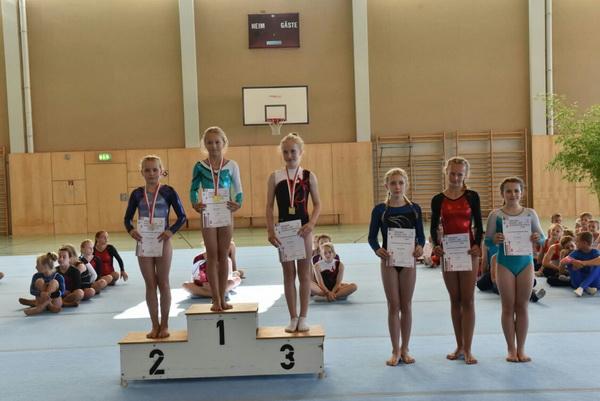 1 Gold und Silber im Mehrkampf Chiara Grohe und Mila Heenemann