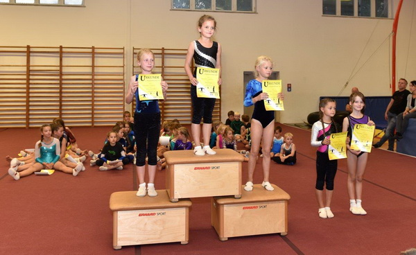 3 Siegerehrung Mädchen P Stufe 2010 mit Siegerin Jelena Matthäus
