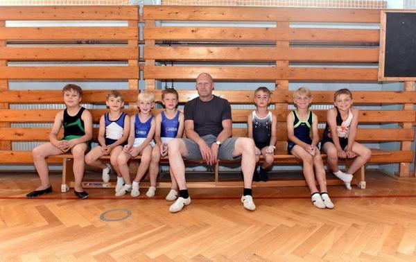4 Gruppenfoto Jungen mit Trainer Foto Daniel Wöhe