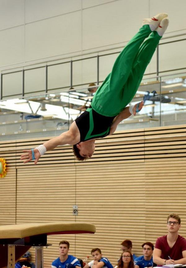 6 Daniel Wöhe Benjamin Rothe in der Flugphase beim Sprung