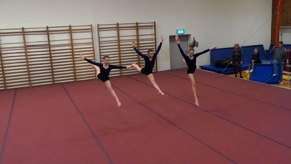 6 Yvonne Schemel Performance am Boden von Marissa und Mareen Kain sowie Anna Müller