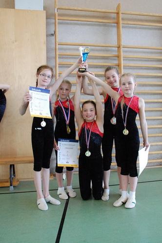 DSC0593 Siegerteam mit Miriam Ehlers Chiara Grohe Marissa Kain Mareen Kain und Mila Heenemann v.l