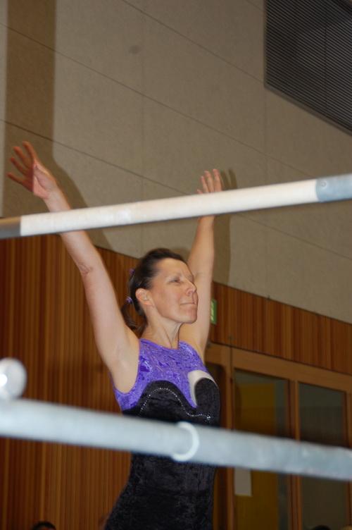 Dagmar Rühl beendet ihre Übung am Stufenbarren7